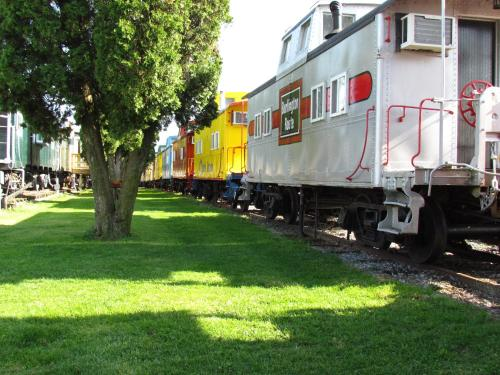 Red Caboose Motel & Restaurant - Ronks, PA 17572
