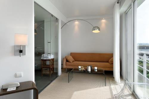 11 rue Paris, 50270 Barneville-Carteret, France.