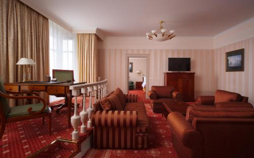 Moscow Marriott Grand Hotel - image 3