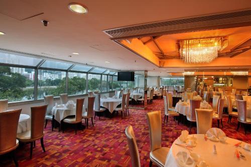 Regal Riverside Hotel photo 2