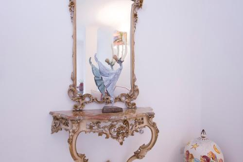 8, Salita Grade Lunghe, 84011, Amalfi, Italy.