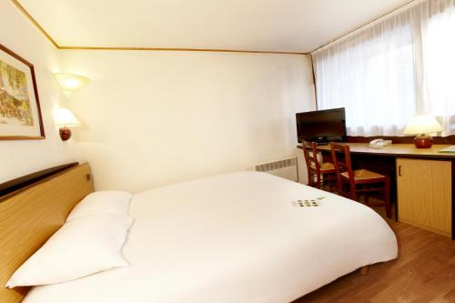 Triple Room (1 Double bed + 1 Junior Bed)