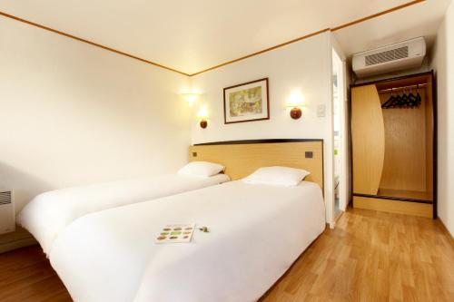 Triple Room (2 Single Beds + 1 Junior Bed)