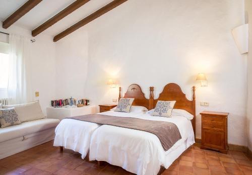 Superior Doppelzimmer mit Terrasse Finca Hotel Es Castell 13
