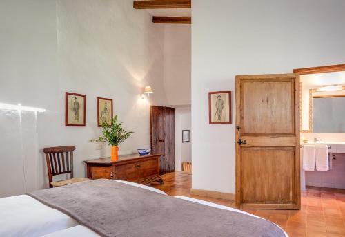 Superior Doppelzimmer mit Terrasse Finca Hotel Es Castell 3