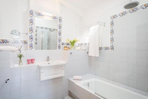Superior Doppelzimmer mit Terrasse Finca Hotel Es Castell 18