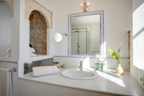 Superior Doppelzimmer mit Terrasse Finca Hotel Es Castell 16