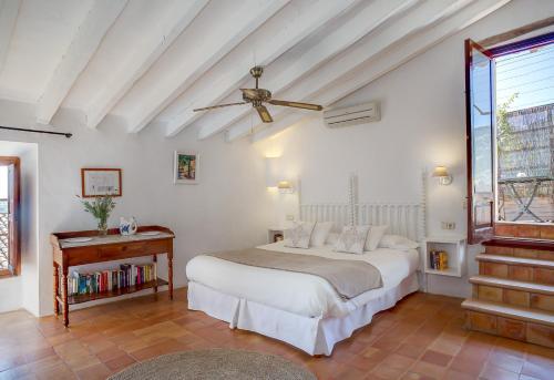 Superior Doppelzimmer mit Terrasse Finca Hotel Es Castell 2