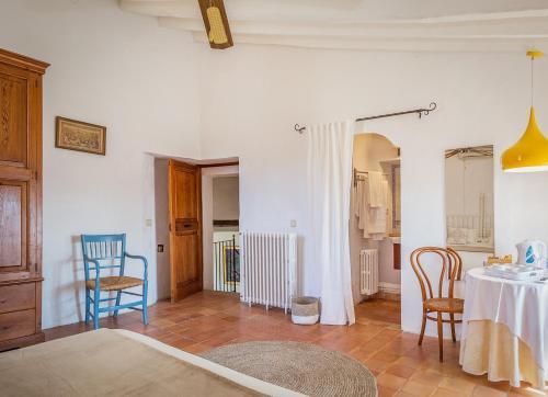 Superior Doppelzimmer mit Terrasse Finca Hotel Es Castell 6