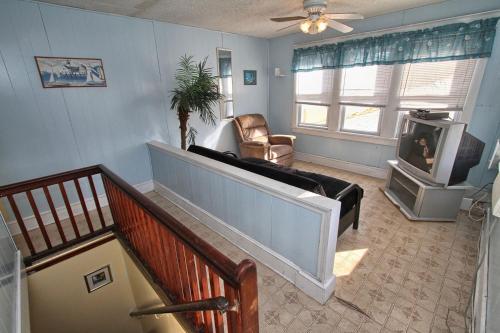 Shore Beach Houses-20-3 Dupont Avenue