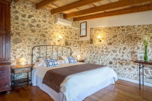 Suite mit Terrasse Finca Hotel Es Castell 11