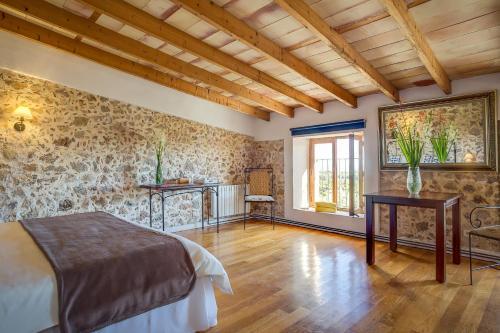 Suite mit Terrasse Finca Hotel Es Castell 8