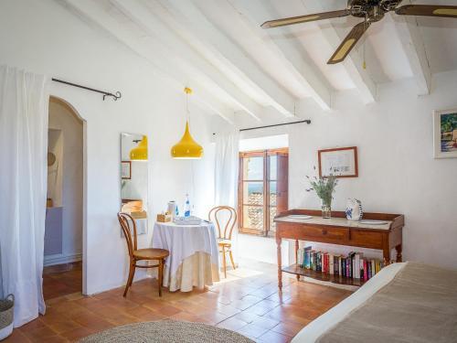 Superior Doppelzimmer mit Terrasse Finca Hotel Es Castell 4
