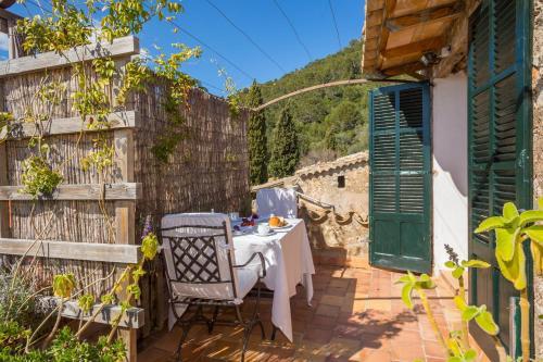 Superior Doppelzimmer mit Terrasse Finca Hotel Es Castell 10