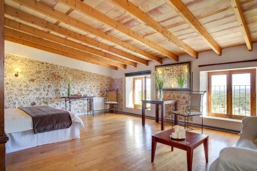 Suite mit Terrasse Finca Hotel Es Castell 3