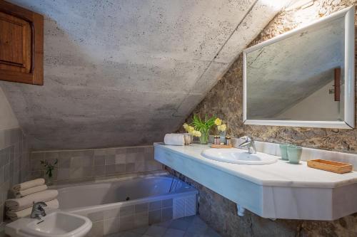 Suite mit Terrasse Finca Hotel Es Castell 13