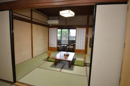 日式客房-带私人浴室 (Japanese-Style Room with Private Bathroom)