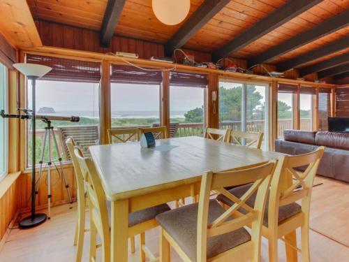 Tremendous Pet Friendly Vacation Rentals In Rockaway Beach Oregon Usa Download Free Architecture Designs Jebrpmadebymaigaardcom