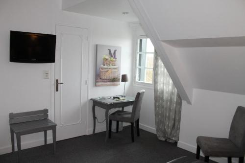 Standard Single/ Double Room - View of Monts d'Auvergne or the park