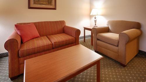 Best Western Plus Capital Inn - Jefferson City, MO 65101