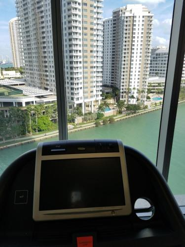 Affordable And Lux Apartment - Miami, FL 33131