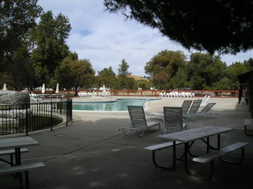 San Benito Camping Resort One-Bedroom Cabin 7 - Hollister, CA 95043