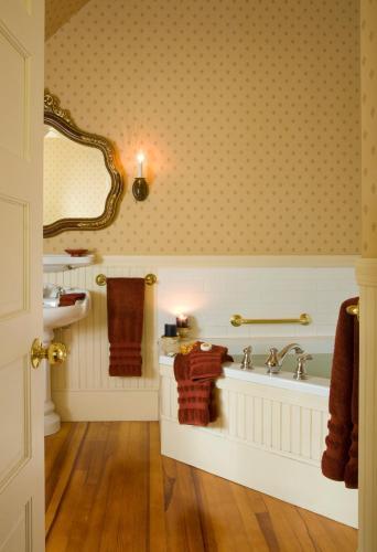 Berry Manor Inn - Rockland, ME 04841