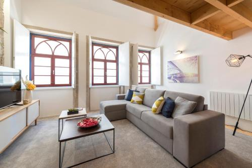 LovelyStay-Modern Loft City Center, 4000-116 Porto