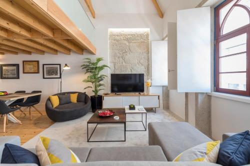 LovelyStay-Modern Loft City Center in 4000-116 Porto