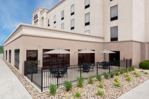 Hampton Inn & Suites Grove City - Mercer, PA 16137