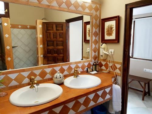 Family Suite (3 Adults) Casa Palacio Carmen del Cobertizo 13