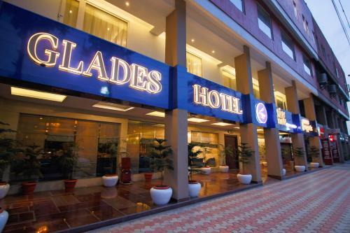 . Glades Hotel