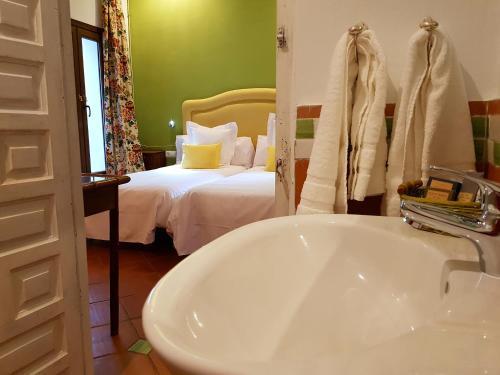 Suite Familiar Deluxe Palacio del Cobertizo de Santa Ines 1