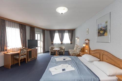 . Aquamarina Hotel