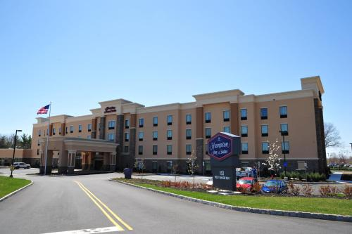 . Hampton Inn and Suites Robbinsville