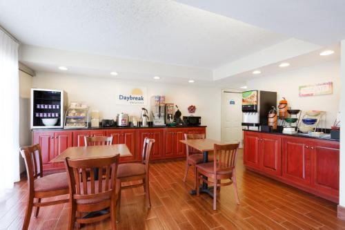 Days Inn by Wyndham Charlottesville/University Area - Accommodation - Charlottesville