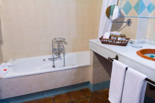 Junior Suite with Spa Bath La Fuente del Sol 18