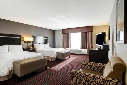 Hampton Inn & Suites Red Deer - Red Deer, AB T4E 1B9