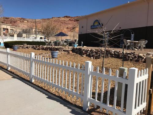 Days Inn By Wyndham Moab - Moab, UT 84532