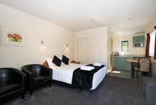 Ashleigh Court Motel - Photo 6 of 21