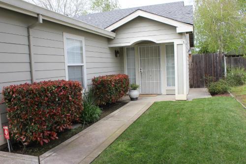 Emily Court - Stockton, CA 95210