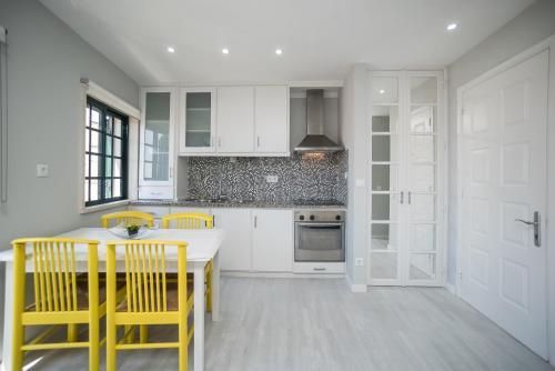Apartamento Casa Amarela, Ferienwohnung in Sesimbra