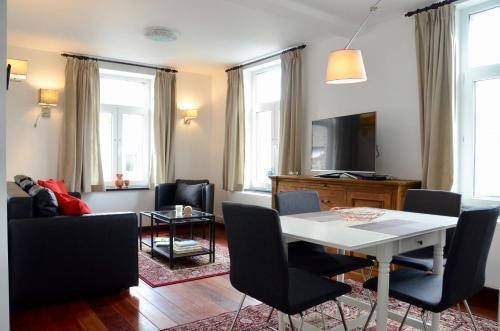 . Le Baron Apartments