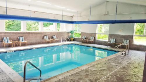 Best Western Plus New England Inn & Suites - Berlin, CT 06037