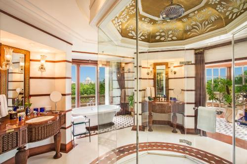Luxury Suite With Two Balconies And Taj Mahal View