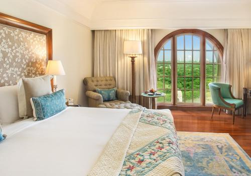 Deluxe Suite with Taj Mahal View