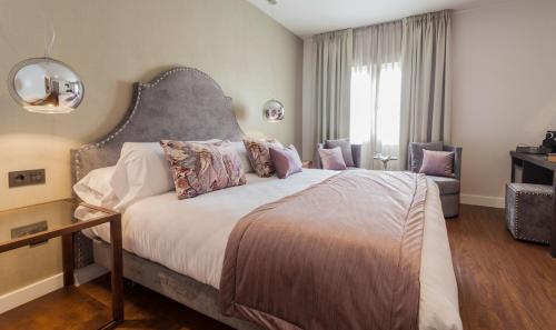 Habitación Doble Deluxe con jacuzzi® Hotel Palacete de Alamos 11