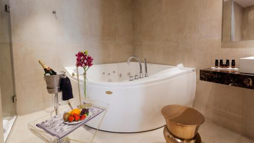 Deluxe Double Room with Jacuzzi® Hotel Palacete de Alamos 13