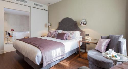 Habitación Doble Deluxe con jacuzzi® Hotel Palacete de Alamos 10