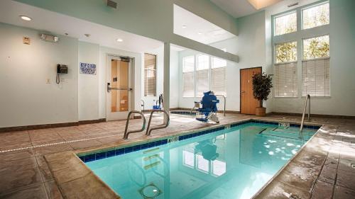 Best Western I-5 Inn & Suites - Lodi, CA 95242